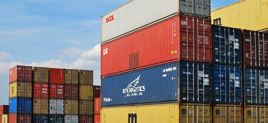 container de marchandises prêts à être expédiés